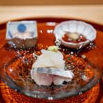 礒田 - 料理写真:鯵と虎魚のお刺身