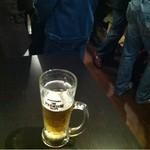 立呑み厨房 いち - 2012.11.20 満席。足だけ隠し撮り。おっさんばっかりやけど(笑)