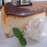 里音 - 料理写真:ベイクドチーズケーキ