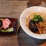 ラァメン コハク - 料理写真:貝出汁と煮干しのラーメン(数量限定)800円