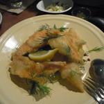 タベルナ・エスキーナ - 秋鮭のハーブフリット レモンソルトと自家製タルタルソース