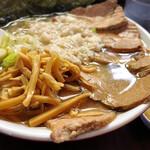 手打ち中華そば 酒田 - 料理写真:塩チャーシュー麺、ニンニクは別皿で提供