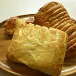 16025338 - 菓子パン詰め合わせ~チョコクロワッサンもあったのですが、食べちゃいました(笑汗)