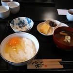 輝卵鈴 - 玉子かけご飯(白米) 380円
