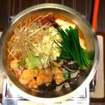 焼肉処 東風 - 東風のもつ鍋 うどん玉付 1,890円(2人前~ご注文)