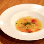 ソニョーポリ - コンソメスープ。