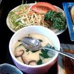 すし処わさび亭 - 茶碗蒸しとサラダ
