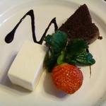 カフェ アンド ギャラリ― あずき - 料理写真:チーズケーキ、クラシックガトーショコラ、イチゴ