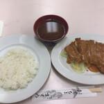 肉のますゐ - 「サービストンカツ・赤だしセット」(ライス附、450圓)。