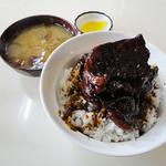 新橋 - 豚丼☆肉盛(900円)・なめこ味噌汁(150円)