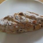 16036274 - クルミとクランベリーのパン