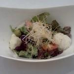 レストラン HUSHHUSH - 最初のサラダ