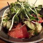 16036872 - 「アボカドとトマトのサラダ」:さっぱりとした自家製ドレッシングが、                       濃厚アボカドとスッキリトマトの良いブリッジ♪