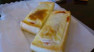 珈琲亭 円 - チーズトースト。