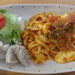 カフェリリオ - 本日のランチセット:モッツァレラ入りトマトスパゲティ(スープ・サラダ・ドリンク・ケーキ付)1,000円