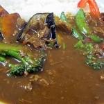 カレー や - 牛すじ野菜カレー、素揚げの野菜が