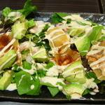 大衆居食家 しょうき - 海老とアボカドのサラダ