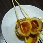 大衆居食家 しょうき - 半熟卵豚巻き串の断面