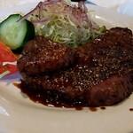 京洋食文吉 - 料理写真:黒胡椒の効いたステーキ