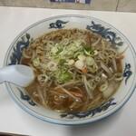 ぺーぱん - 料理写真:野菜醤油ラーメン900円