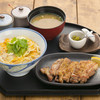 shinobuan - 料理写真:(炭火焼親子丼別皿 950円)北海道の契約農家から直送された「ななつぼし」を鉄釜で炊き上げたご飯に北海道千歳の「自然養鶏卵」で作った玉子丼と、紀州備長炭で焼き上げた「炭火焼パリパリチキン」のセット。香ばしいチキンをそのまま食べたり玉子丼の上に載せたりお好みでどうぞ。横の「ゆず胡椒」は当店手作りです、チキンにつけて食べると格別です。