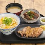 忍庵 - (炭火焼親子丼別皿+牛すねすじ煮込み 1500円)人気ナンバー1メニューの炭火焼親子丼別皿に牛すねすじ煮込みが入ったセットです。