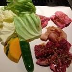 焼肉アリラン - アリランランチの肉アップ