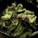 旬工房 くら - グリーンサラダ。ドレッシングは酢が強めでした。