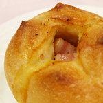 パ・パン - モントレージャック チーズと厚切りベーコンのフランスパン