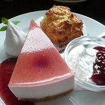 1605974 - ストロベリーチーズケーキとスコーンのセット