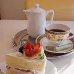 16050909 - カフェ プラド 完熟いちごとイチジクのショートケーキ