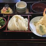 いしうす庵 - 料理写真:うどんに天ぷら!散らし寿司に茶碗蒸し〜