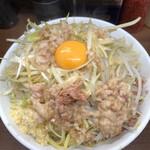 ラーメン二郎 - 小ぶた(野菜マシ、ニンニクアブラマシマシ)850円、汁なし80円、ネギ100円