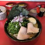 どんとこい家 - 料理写真:昼飯セット ¥900(ラーメン中盛り、味玉、海苔5枚、チャーシュー2枚)に、ムラサキタマネギ、生ニラ各¥50をトッピング。