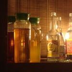 沖縄 肉酒場 ぬちぐすい - お茶と泡盛ははじめから部屋にあった