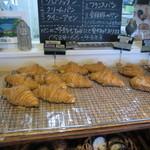 16053996 - 一番人気でお店イチオシ 「クロワッサン」