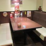 CoCo壱番屋 - テーブル席