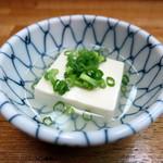 金田 - お通し 湯豆腐