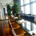 寿司割烹 「ともづな」 - カウンターからの眺めは素敵ですね。