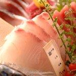 くつ炉ぎ・うま酒 かこいや - 愛媛県八幡浜、鹿児島県薄井をはじめ全国各地の漁港から空輸された鮮魚をお届けいたします。 おすすめは係まで。
