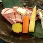 16061165 - アミノ豚陶板焼(黒豚)(焼く前)