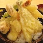 大阪 満マル - 海鮮天丼 680円