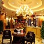 中華菜館 同發 - ウェイティングスペース