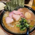三代目 麺家 あくた川 - 料理写真:味玉チャーシュー麺(中)