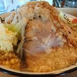 にぼshin - 料理写真:shin.じろ らーめん (野菜、ニンニク、背脂マシ、 味普通 )830円