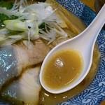 らぁ麺 あんど - 豚骨醤油のスープ