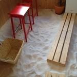 カフェ カプリ - 床には白砂
