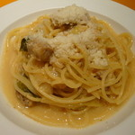 フェルマータ - 豚バラ肉とキャベツの白ワイン煮で和えたスパゲティー
