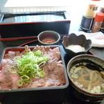 神蔓 - ステーキ重 メガ盛り 800円