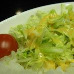 80's Cafe - しょうが焼きに添えられているサラダ